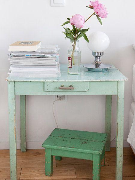 Una mano de pintura en un color actual y el mueble quedará como nuevo.