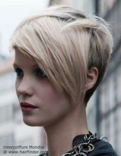 Diseño.de.corte asimetrico en cabello rubio.