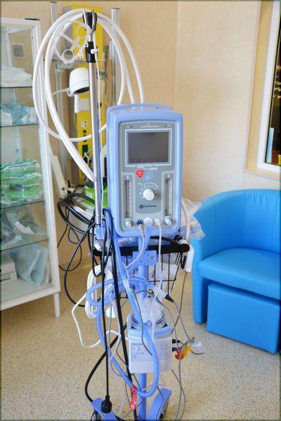 Nowoczesny zestaw przeznaczony do ratowania życia noworodków urodzonych z zaburzeniami oddychania, trafił już na odział Neonatologiczny Powiatowego Szpitala Specjalistycznego w Stalowej Woli .