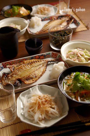 新玉ねぎのおかかポン酢 蕗とハムの胡麻マヨネーズ和え 鯵の干物 大根おろし 豆腐の野菜あんかけ 蕗の佃煮