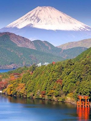 Recent candidate Heritage of UNESCO , the Mount Fuji is the highest point (3776 m) of Japan a thousand tourist attractions.