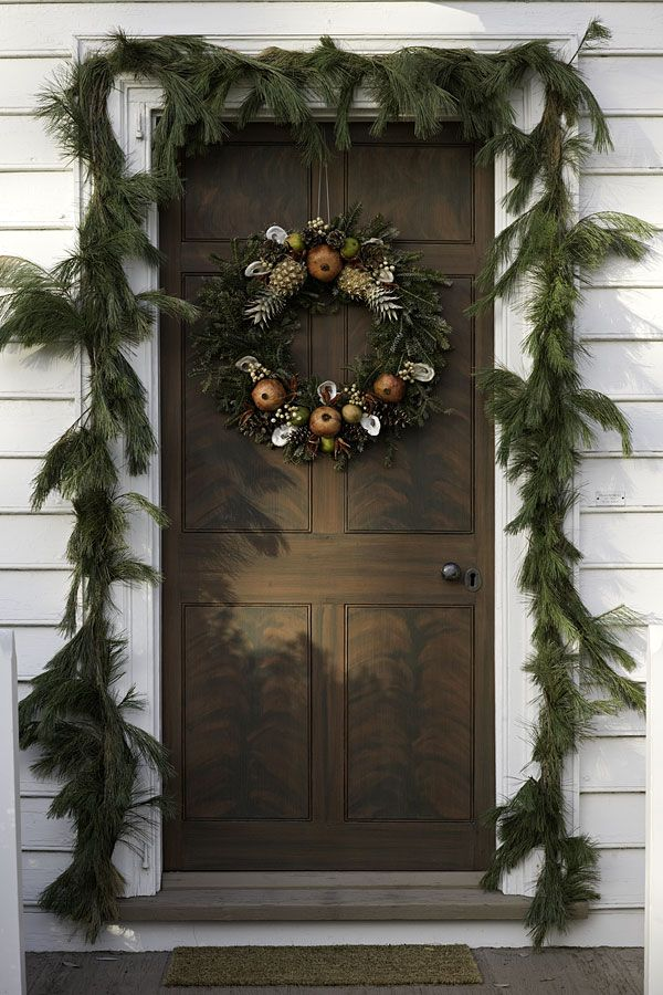 Colonial williamsburg va christmas homes tour mr for Colonial home christmas decorations