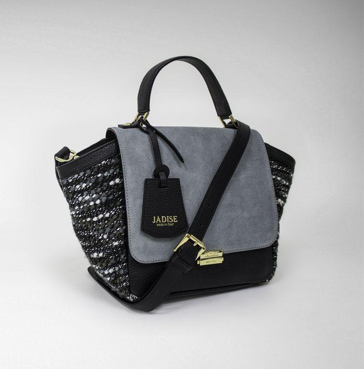 Misteriosa e sperimentale come la metropoli di cui porta il nome: #Londra, città culto per eccellenza e culla di ogni nuova tendenza. Da vivere fino in fondo!  #jadise #fallwinter20142015 #madeinitaly #borse #bags #cool #fashion #moda #colori #outfit #urban #london