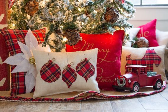 This white burlap ornament pillow has 3 Christmas ornaments in a tartan plaid flannel fabric affixed onto white upholstery grade burlap. Individual jute ribbon bows and red mini hand sewn bells. Comes already stuffed, no insert needed. Pillow measures approx. 12 x 16.  See more of my Tartan/Plaid items here:  White Burlap Tartan Tree Skirt: https://www.etsy.com/listing/254468459/plaidchristmas-tree-skirt-60-whiteburlap?ref=shop_home_active_12  Apple Green Burlap Tartan Tree Skirt…