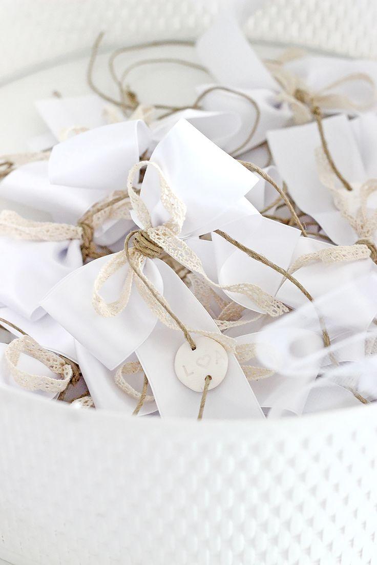 Wunderschöne DIY Autoschleifen für die Hochzeit: Anleitung zum selber basteln
