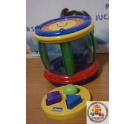 Jucarie muzicala ce ajuta micutii sa-si coordoneze miscarile. Melodiile amuzante, in culorile vii si luminitele fac din acesta jucarie o atractie deosebita pentru micutul tau Fiecare bebelus sau copil se poate juca folosind ambele maini, rastogolind sau lovind tamburina.  Recomandata copiilor intre 6 si 24 luni  Formele sunt culori diferite, probabil au fost inlocuite.  PRET MAGAZIN: 110-115 lei  PROVENIENTA: UK STARE PRODUS: FOARTE BUNA  45 lei