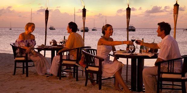 Dinner by the beach - Radisson Aruba Resort, Casino & Spa #CheapCaribbean