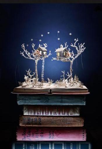 『スカルプチャー』とは、日本語で『彫刻』のこと。その名の通り、ブックスカルプチャーとは本を使った彫刻作品です。