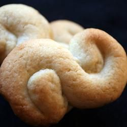 "Greek Butter Cookies ~ ""When I was little I used to live next to a Greek family, who would make these cookies year round, and give tins of them to neighbors around Christmas."" — GODGIFU"