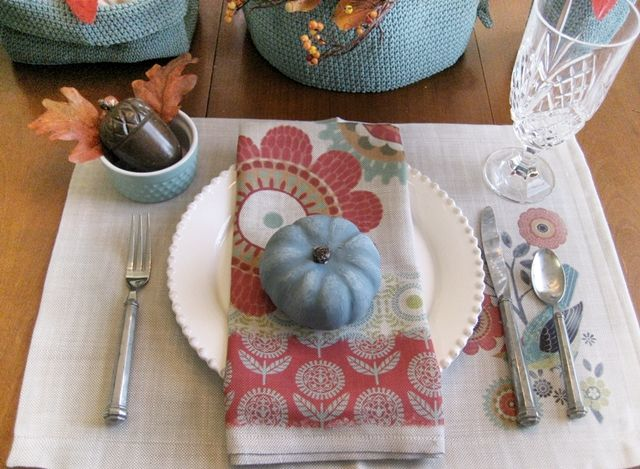 CONFESSIONS OF A PLATE ADDICT: Transitional Fall Tablescape
