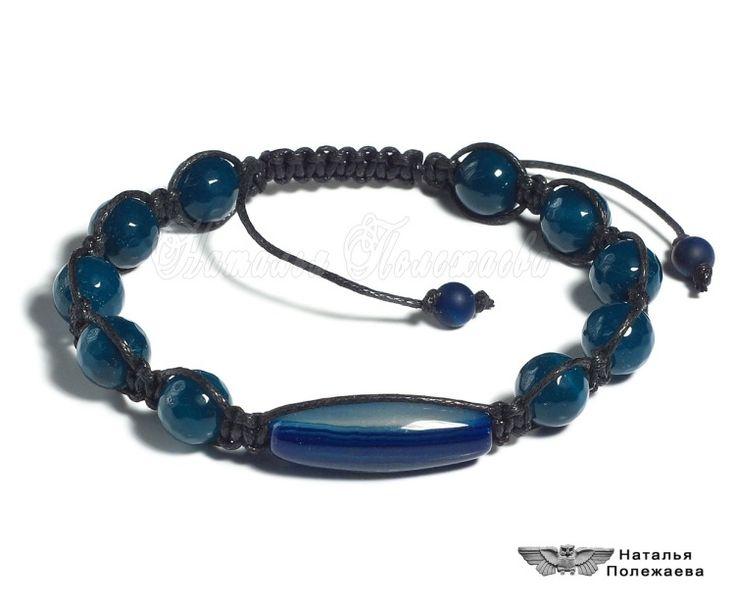 Браслет ФАРВАТЕР (ШАМБАЛА, v.228)  Стильный мужской браслет из синего агата, тема бескрайних морей и суровых штормов, далеких путешествий и захватывающих приключений, достойных настоящих мужчин.