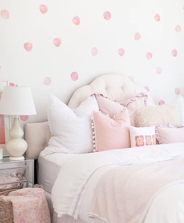 Watercolor polka dot walls: YAY or NAY ?
