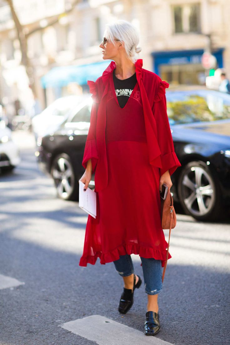 2016 Paris Fall Fashion Wk - what attendees & models were wearing on the street. A dress w/ jeans & tee underneath + sensible flat shoes. I'm lovin' it !