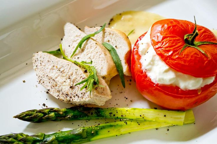 Zestaw obiadowy - Kurczak z estragonem z grillowanym pomidorem z pikantnym twarożkiem
