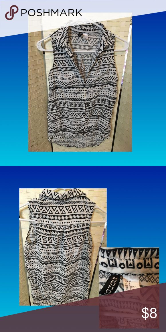 Cute blouse sz 2 Aztec print blouse perfect to dress up jeans or pencil skirt. Great for every occasion 💃🏻 Tops Blouses