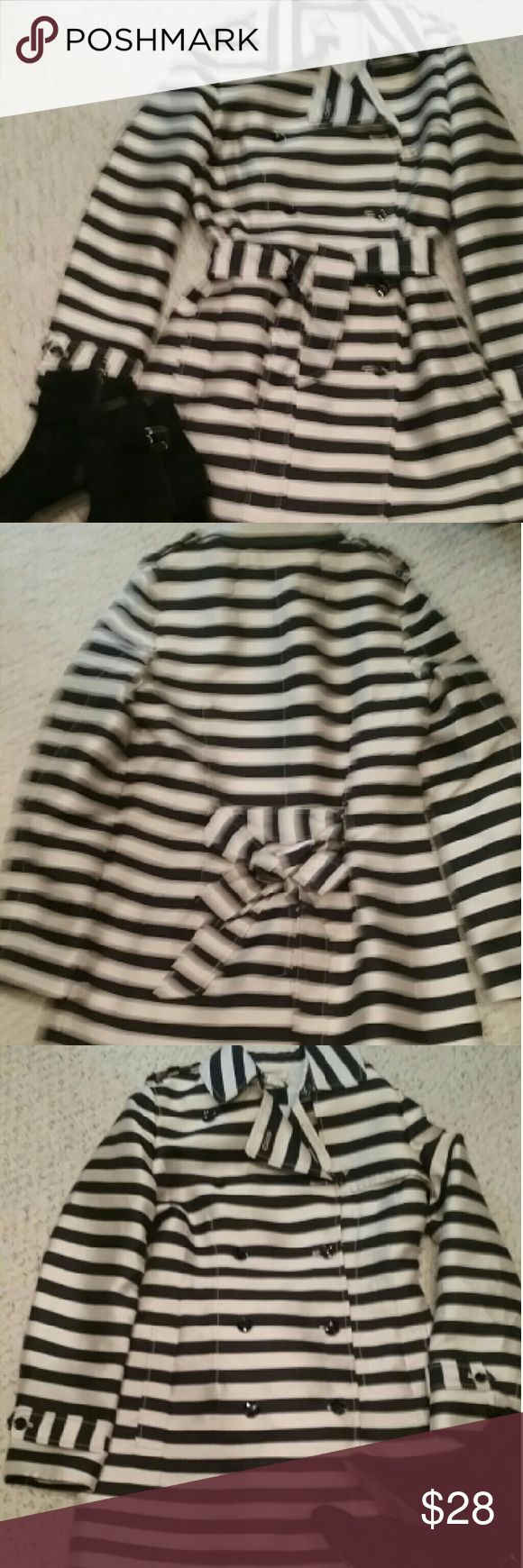 Banana Republic striped trench coat size S Dressy double breasted trench looks perfect over a business dress, or with jeans. Fully lined and belted. Slight sheen, looks like silk shantung,  but is rayon. Banana Republic Jackets & Coats Trench Coats
