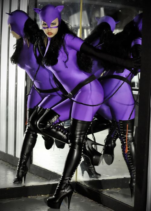 Catwoman: Cat Woman, Vintage Catwoman, Purple Catwoman, Cosplay Ideas, Catwoman Cosplayandcostum, Cosplay Costumes, Awesome Boots, Catwoman Cosplay And Costumes, Sexy Catwoman