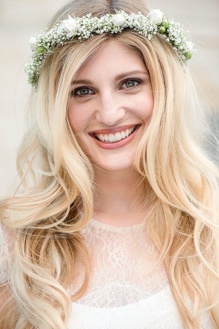 #brautfrisur #hochzeitsfrisur offene Haare Braut - Märchenhafte Dornröschen Schlosshochzeit im Vintage Stil | Hochzeitsblog - The Little Wedding Corner