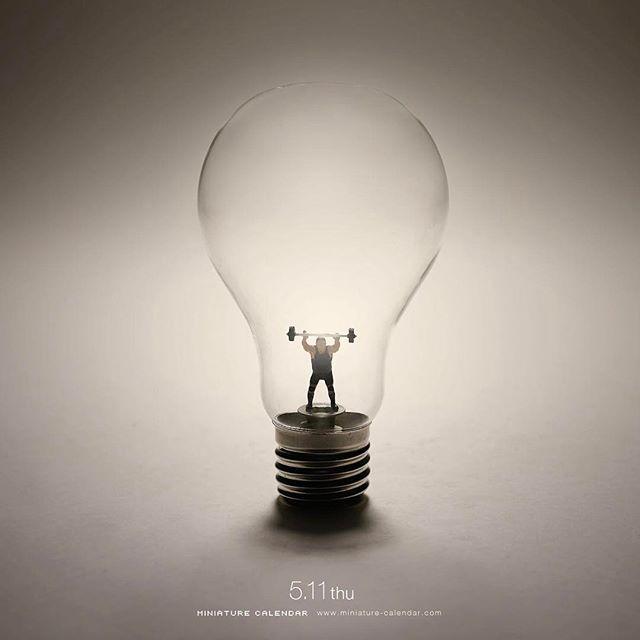 ". 5.11 thu ""Weight Thinking"" . 考えるのも体力を使います。 . #重量挙げ #電球 #Weightlifting #LightBulb #頭の運動 #考える練習 ."