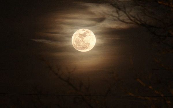 Want to take pictures of tonight's moon...........read all the tips and suggestions here.