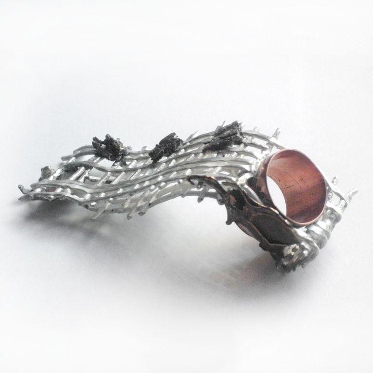 Anillo Vanguardista. Plata, cobre, metales casados, fuego controlado y cera perdida. A pedido en: http://www.infinitastore.com