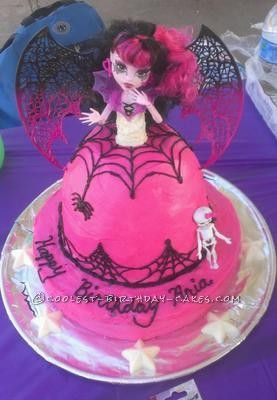 Coolest Monster High Draculaura Cake... This website is the Pinterest of homemade birthday cakes