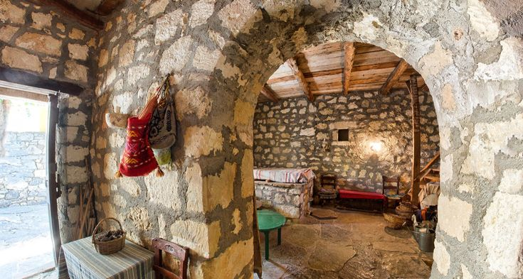 Look at this traditional cretan house! A real piece of work in Arolithos Village!👌 It's worth visiting! Make your reservation here:  0030-28108210 or send a message to reservations@aroltihos.com. ✔ #traditionalhouses #traditions #museum #folkloremuseum #cretantraditions #relaxation #accomodation #traditionalrooms #traditionalvillage #lovelyplace #lovelypeople