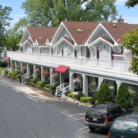 Dog Friendly Hotel In Lake Geneva Wi The French Country Inn
