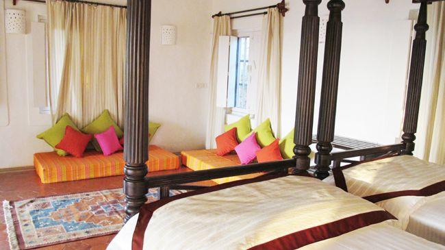 Twin four poster beds colourful indian style baithak for Bharatiya baithak designs living room