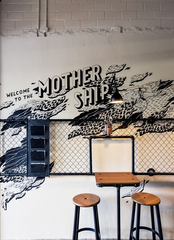 'Roastworks' in Botany Bay / Luchetti Krelle Roastworks at Botany Bay in Sydney has a great atmosphere. The copper tones, timber, and industrial steel elements, combined with great graffiti art make...