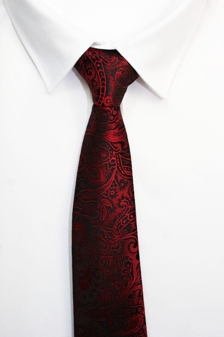 QUE LE REGALO A MI NOVIO https://www.corbatasygemelos.es/corbatas-geometricas/480-corbata-fiesta.html