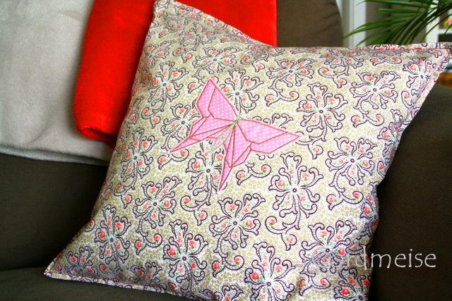Sofakissen mit Faltfreunde Schmetterling von Farbenmix <3