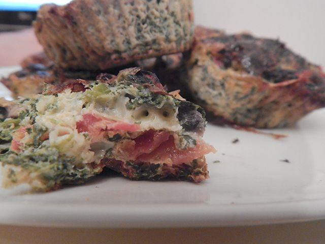 Jajeczne+muffiny+ze+szpinakiem+i+pieczarkami+–+zdrowe+śniadanie+[PRZEPIS]