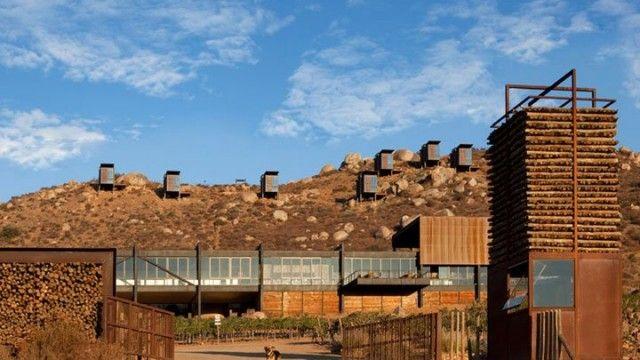 In Messico un particolare Eco-Resort si sviluppa nella splendida Valle del Guadalupe   in Baja California, dove natura e coltivazioni...