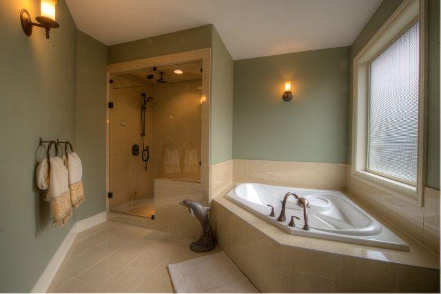 Master Bed Room 5 Piece Ensuite With Large Corner Bath Tub