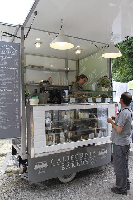 Cupcake cart. Orticola by California Bakery