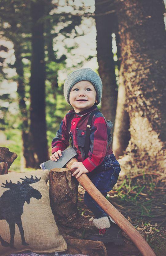 Kiedy mieszkasz w drewnianej górskiej chatce, życie jest spokojniejsze i bliższe naturze. Czasem jednak trzeba się pomęczyć np. z porąbaniem drewna na zimę ;)