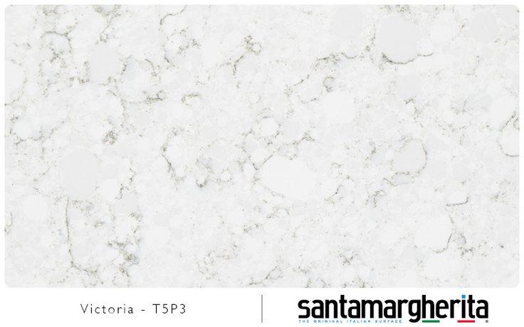 Quartz Victoria par Santamargherita - Voici un quartz gris clair sobre et délicat. Les nervures délicates légèrement sombres se rapprochent de la texture du marbre sans pour autant l'imité.