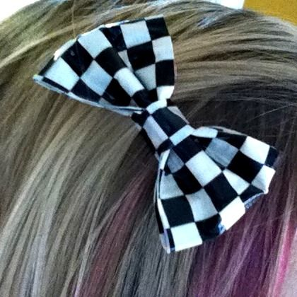Now that my daughter is totally over big bows (sigh, they grow up so fast) we have been making little bows instead. One of our favorites is this cutie made out of duct tape! All you need is some of that cute patterned duct tape you can find at pretty much any store, and a …
