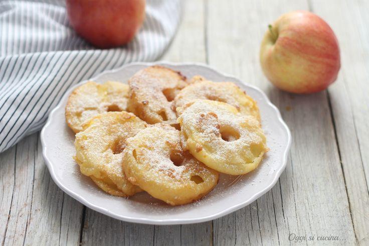 Le mele fritte in pastella sono un dolce molto semplice da preparare e soprattutto veloce, per merenda o come fine pasto.