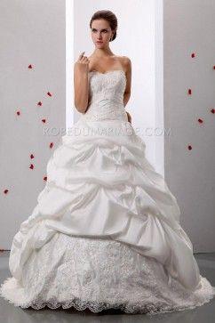 Robe de mariée princesse bouffante satin sans bretelle traîne balayée