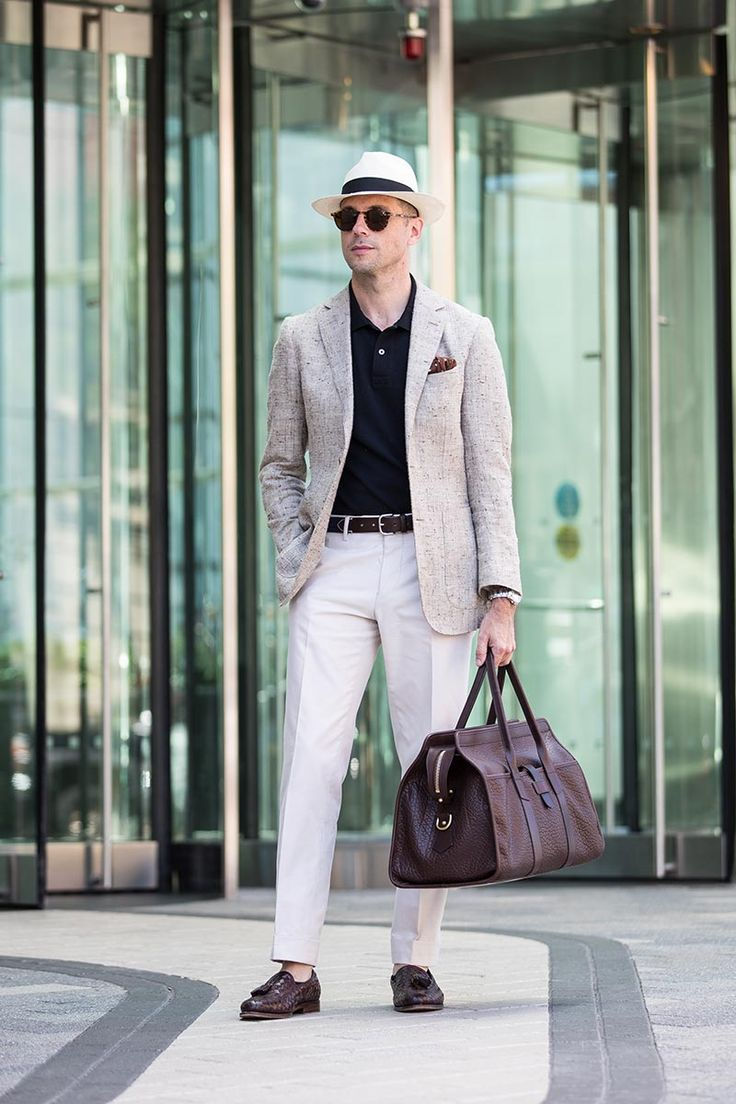 Travel In Style: How To Dress For The Airport  http://hespokestyle.com/what-to-wear-airport-vacation-men/