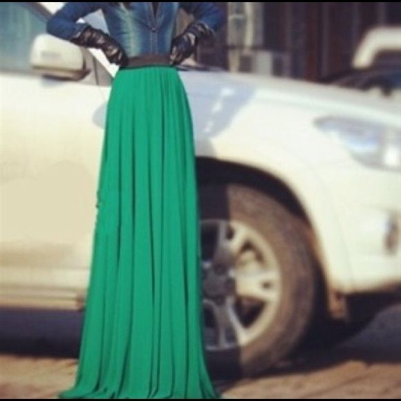Chiffon Maxi Skirt Chiffon Maxi Skirt in gorgeous green with exposed black elastic. Skirt is lined, very flowy!! This is labeled an XXL however it fits like a large due to Asian sizing. Verragee Skirts Maxi