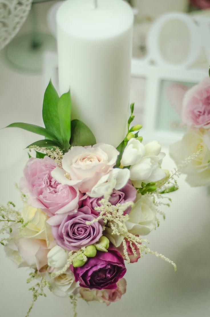 Decorațiune florală pentru lumânare de căsătorie.