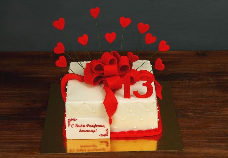 """Торт """"Сердечный подарок""""  Всем известно, что подарки приятно не только получать, но и дарить. А что может быть более оригинальным если этот подарок — красивая коробочка с эффектным бантом, ещё и одновременно вкусный тортик? Именно такой десерт мы и хотим предложить в роли вашего сердечного подарка😍  Этот изысканный торт можно заказать 2-х кг и всего за 2150₽/кг.  Специалисты #Абелло готовы помочь с выбором красивого и качественного десерта по любому поводу по единому номеру: +7(495)565-3838…"""