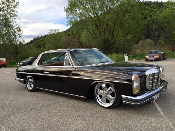 BadAss! A slammed Mercedes W114 250c or 280c on chrome Fuchs alloys.