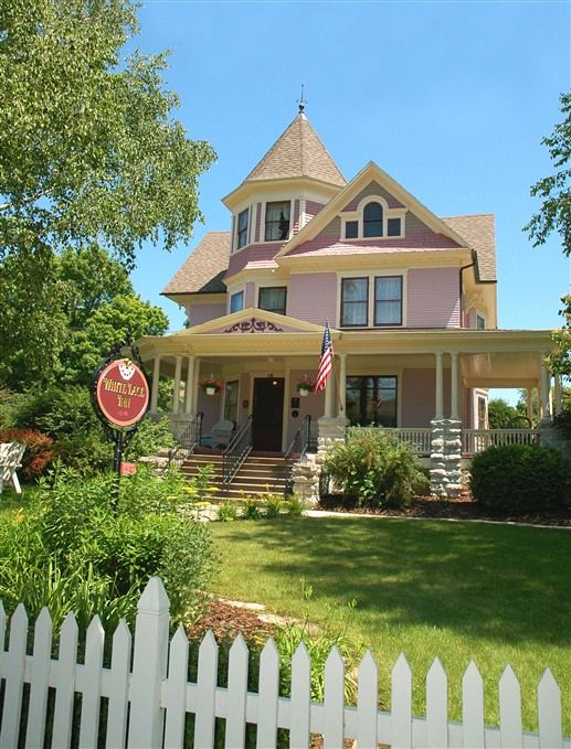 Summer at The White Lace Inn, An exquisite Door County bed and breakfast in Sturgeon Bay, Wisconsin. Featuring 18 inviting guest rooms and suites in four elegant turn of the century neighboring homes sharing flower gardens, a gazebo and fish pond.
