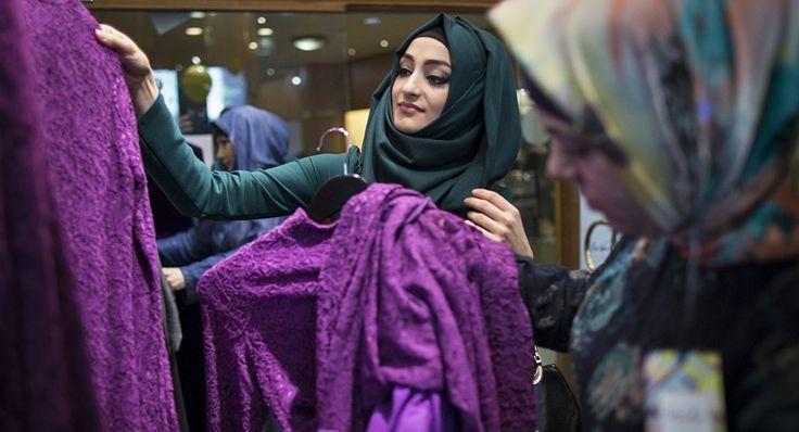 En la tienda de vestimenta islámica