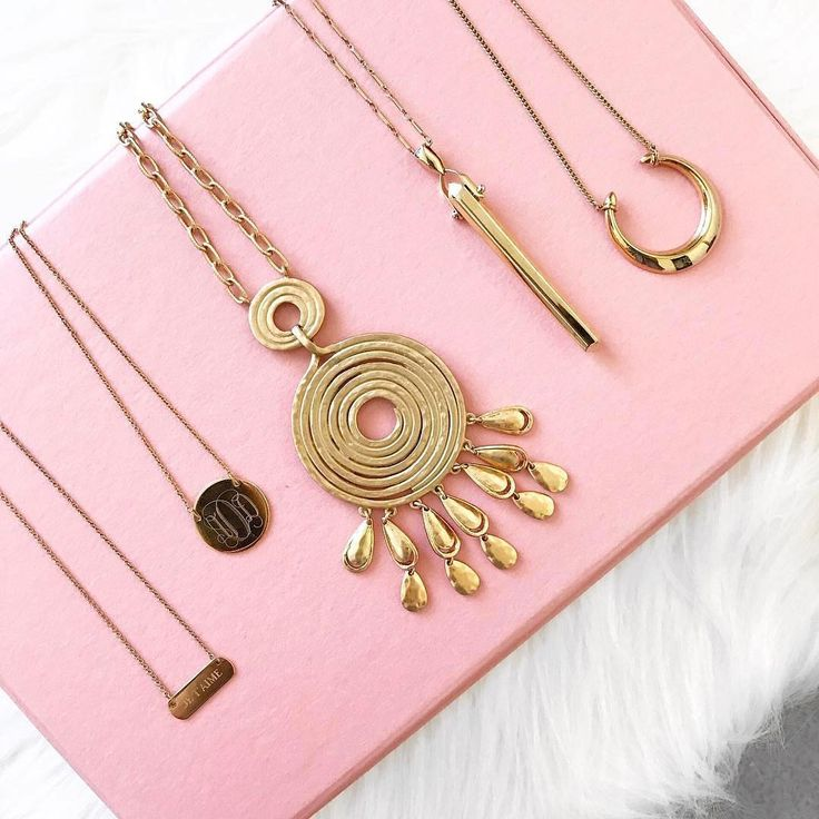 Style Hacks: How to untangle necklaces