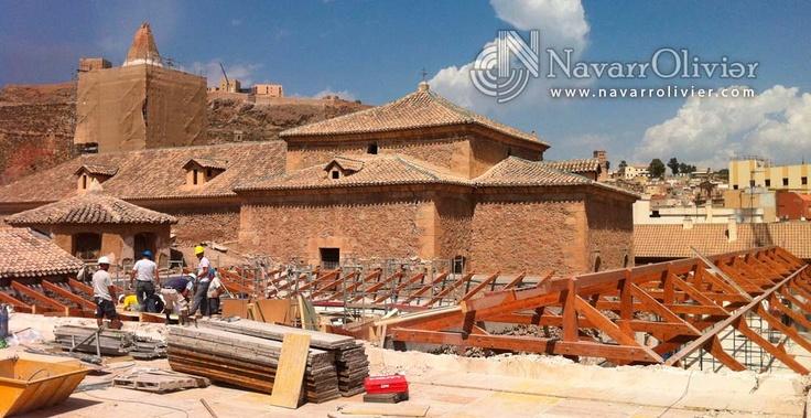 Reconstrucción de cubierta de la parroquia San Diego, afectada por el terremoto de Lorca.   #madera #construccion #rehabilitacion #patrimonio #menuserie #charpentier #Lorca #bois #rooftop #arquitectura #navarrolivier #Murcia